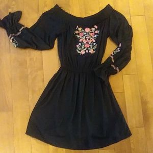 NWT Hollister dress long sleeve off shoulder Sz S